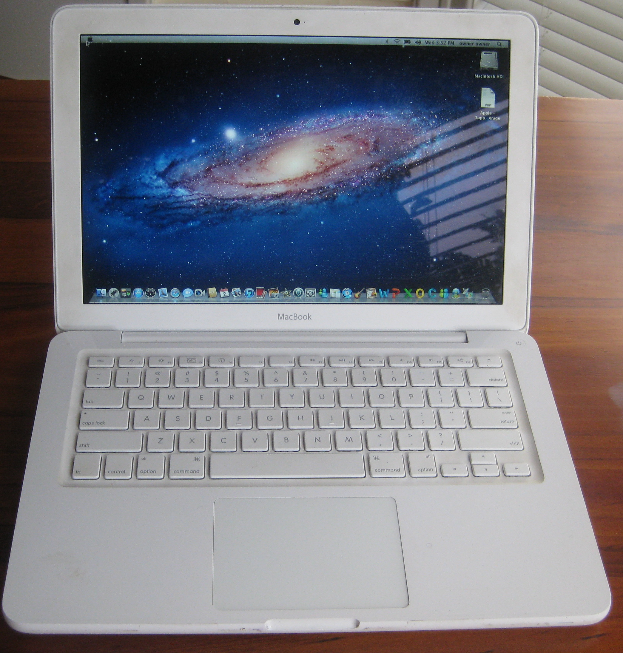 Apple Macbook V2 2 gig